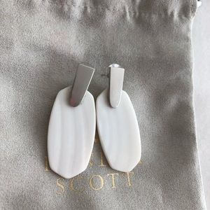 Kendra Scott Silver Drop Earrings In Ivory Pearl